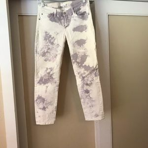 Mauve tie dye ankle length 7 jeans.